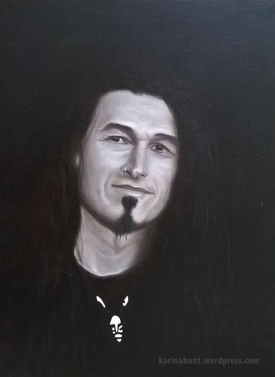 Portrait eines jungen Mannes in Vorderansicht, monochrom