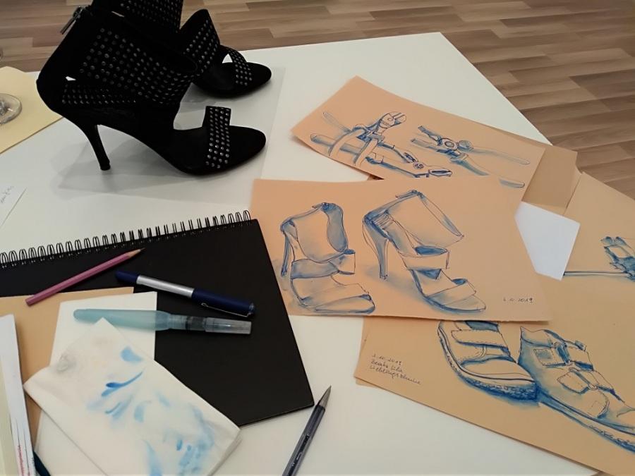 Lieblingsschuhe zeichnen in der Ausstellung