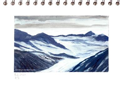 verschneite Berggipfel mit Wolken
