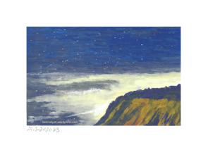 Klippe mit Nachthimmel im Hintergrund