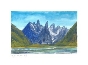 Berge mit See im Vordergrund