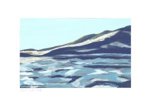 See mit Eisschollen bedeckt, Berg im Hintergrund