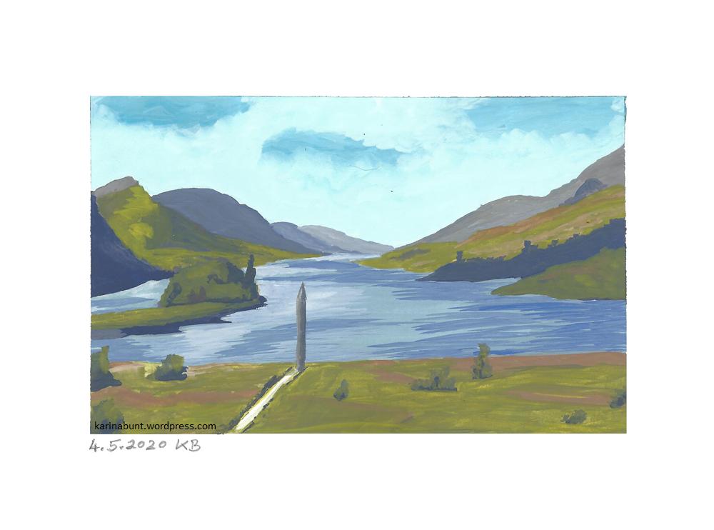 See mit Hügeln rundum und einer einsamen Säule im Vordergrund